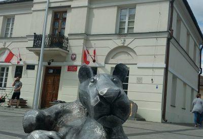 Rzeźby Józefa Wilkonia w Piasecznie